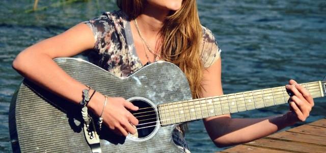 Stephanie Zelaya es una linda chica y cantautora guatemalteca que ha trabajado arduamente, preparándose mucho para lanzar su carrera, estudiando música en Guatemala con Angélica Rosa y en el extranjero […]